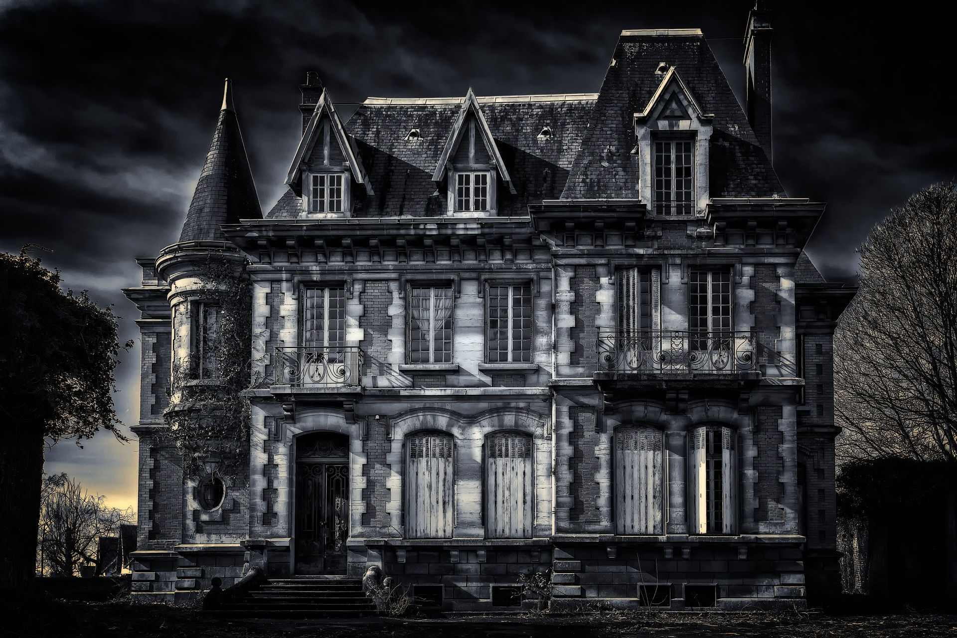 Haunted House Employees Don't Want You to Know These 10 Secrets